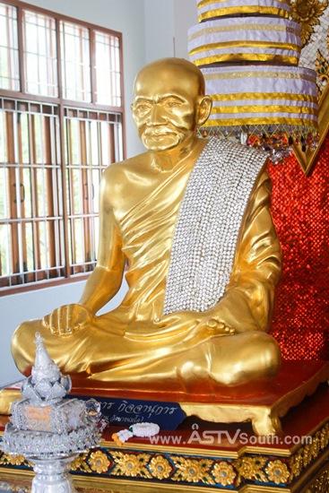 เที่ยวสงขลาแวะสักการะ �พระทองคำใหญ่� 1 ใน 3 องค์ สมัยสุโขทัย ที่ �วิหารน้ำน้อย�